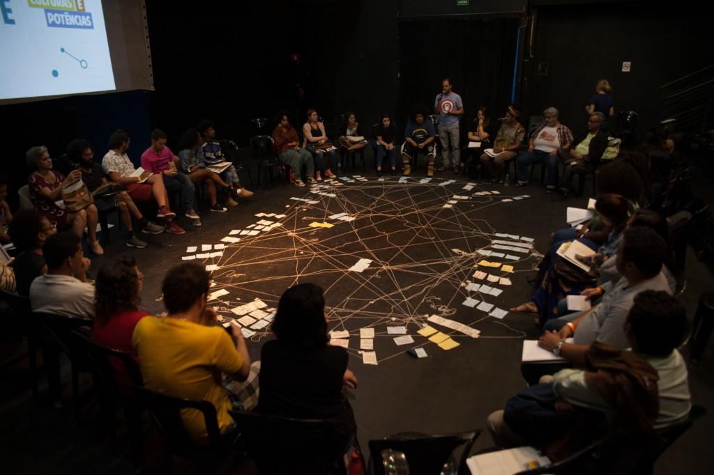 Roda de Conversa durante o  SEMINÁRIO PERIFERIAS EM REDE: Re_existências, culturas e potências